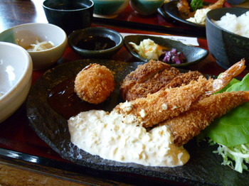 町家カフェ太郎茶屋鎌倉(平塚)-鎌倉フライ定食2.JPG